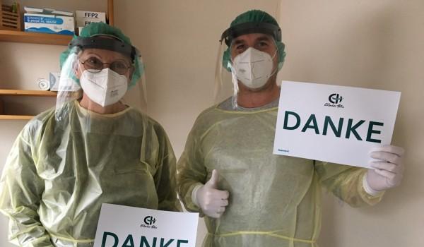 Mitarbeitende des Pflegeheims sagen stellvertretend für alle Einrichtungen der Erlacher Höhe Danke!
