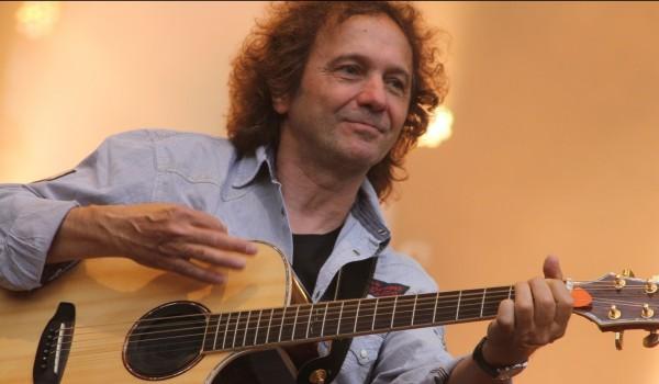 PUR-Gitarrist Rudi Buttas setzt sich mit der Stiftung LebensWert für Menschen in sozialen Notlagen ein.