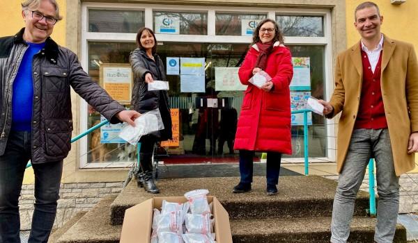 Präsident Manfred Koller, Petra Patotschka (Stadt), Doris Krüger (Erlacher Höhe) und Dr. Markus Knapp als Projektinitiator freuen sich, mit FFP2-Masken helfen zu können.