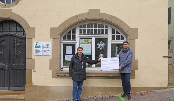 Thomas Deeg von den Stadtwerken Schwäbisch Hall GmbH (links) mit Oliver Klein, Abteilungsleiter der Erlacher Höhe Hohenlohe-Franken (rechts).